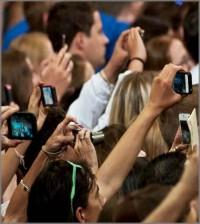 citizen-journalist-tablet-smartphone-fotografare